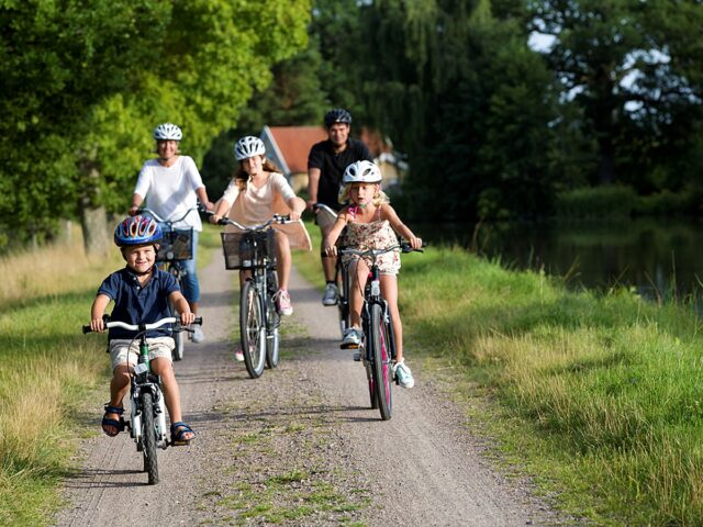 Family adventure along the Göta Canal bicycle package