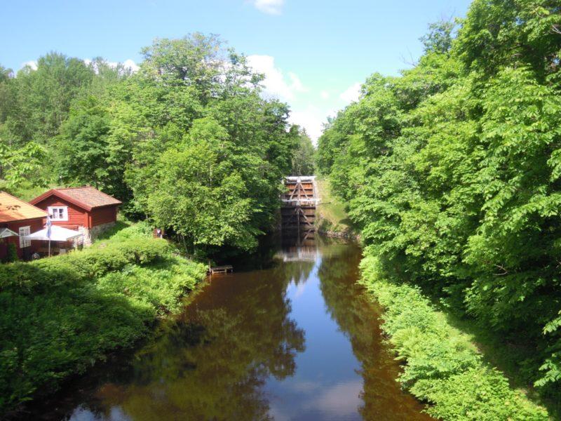 Summer along Strömsholm's canal2