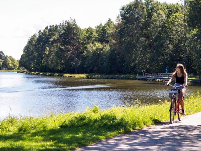 Cykla längs Göta kanal