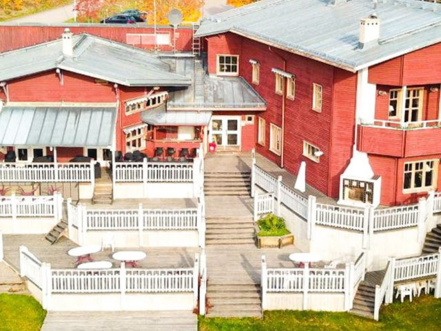 Villa Gladtjärn längs Strömsholms kanal