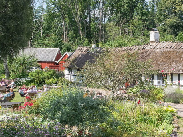 Alunbrukets coffeehouse Bed Breakfast garden