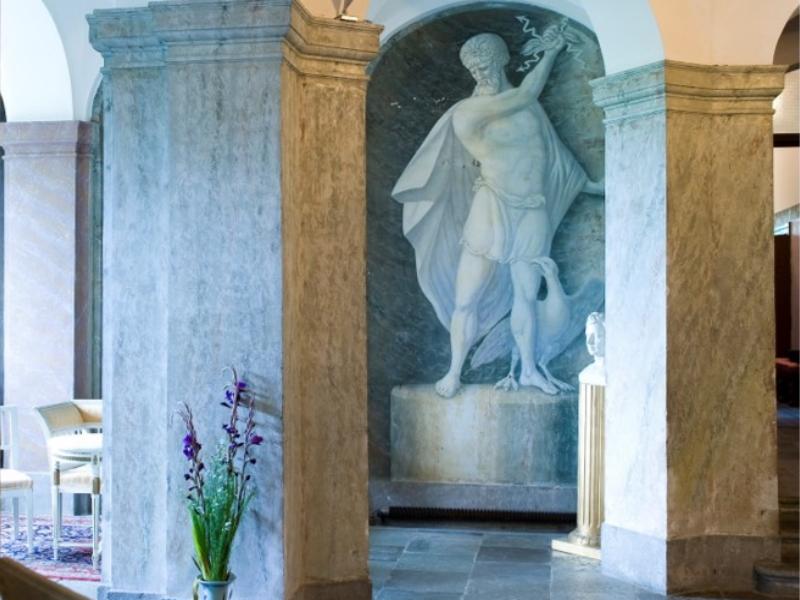 Husby Säteri staty