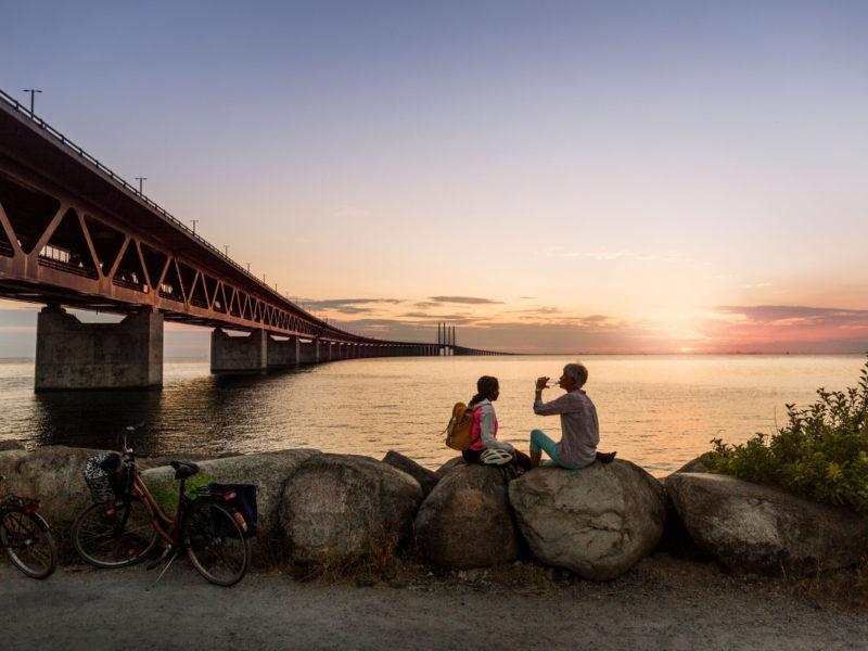 En paus vid brofästet i Malmö, med närheten till Danmark. Foto: Apelöga