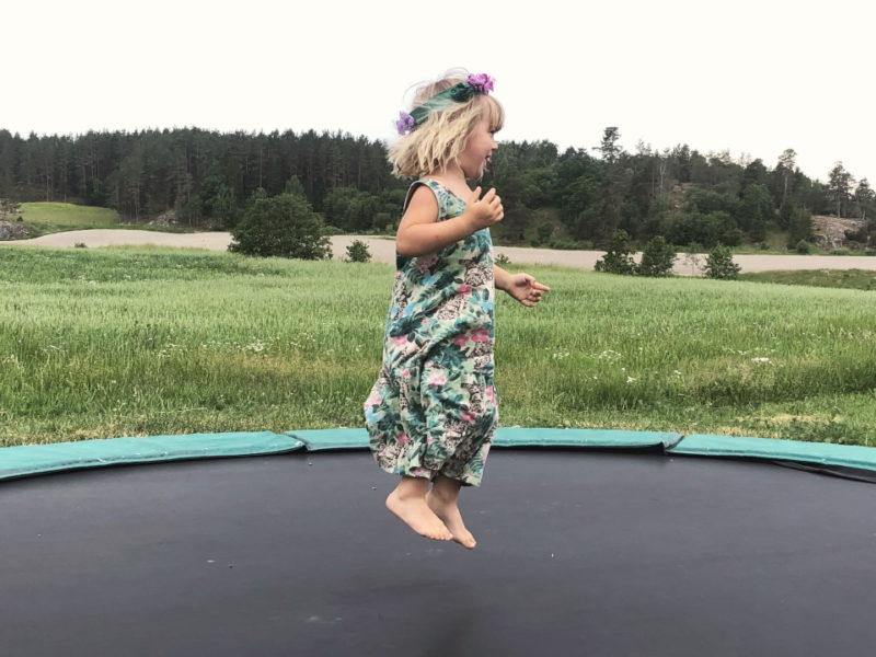 4 Vera hoppar studsmatta_2