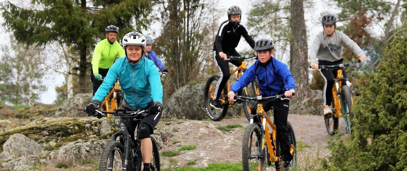 Cycling at Bergs Gård family_header