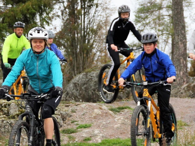 Cykla på Bergs Gård familj_header