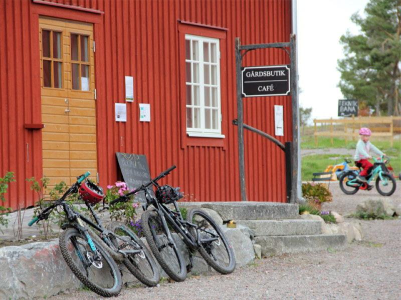Cyklar vid Gårdscafeet_2