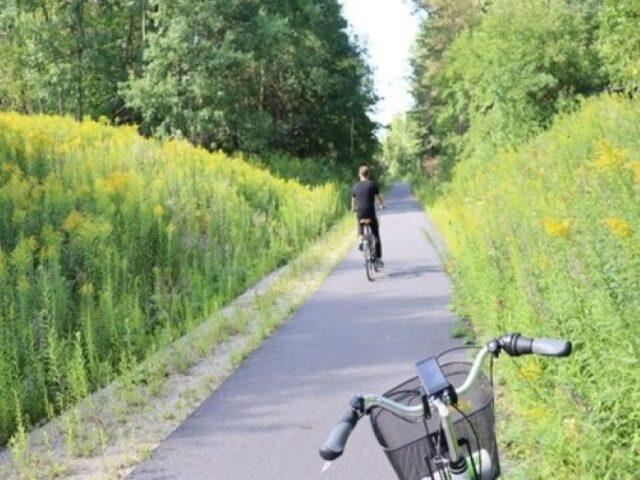 Cykling-på-banvall-Eskilstuna