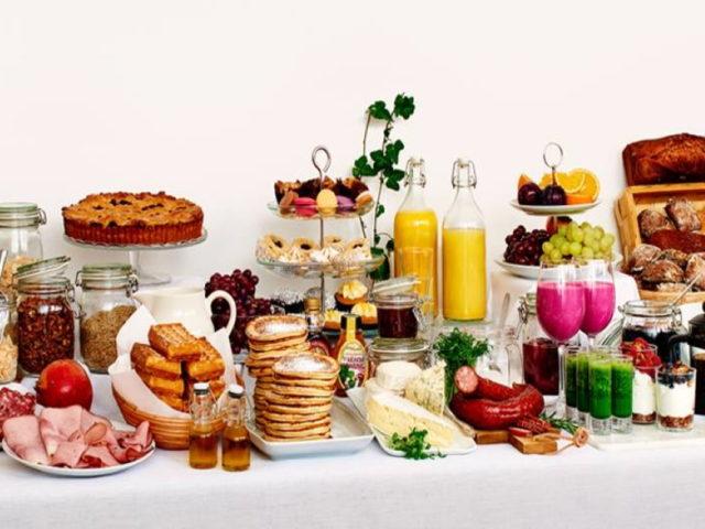 Frukost på Hotel Scheele i Köping