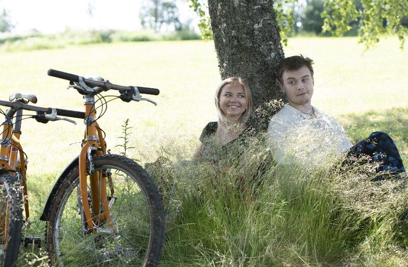 Ulvsby cykel par i gräset vila 2_2