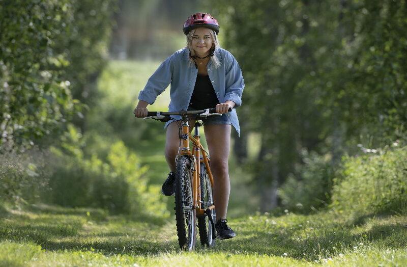 Ulvsby cykelresa kvinna cyklar i allen_2