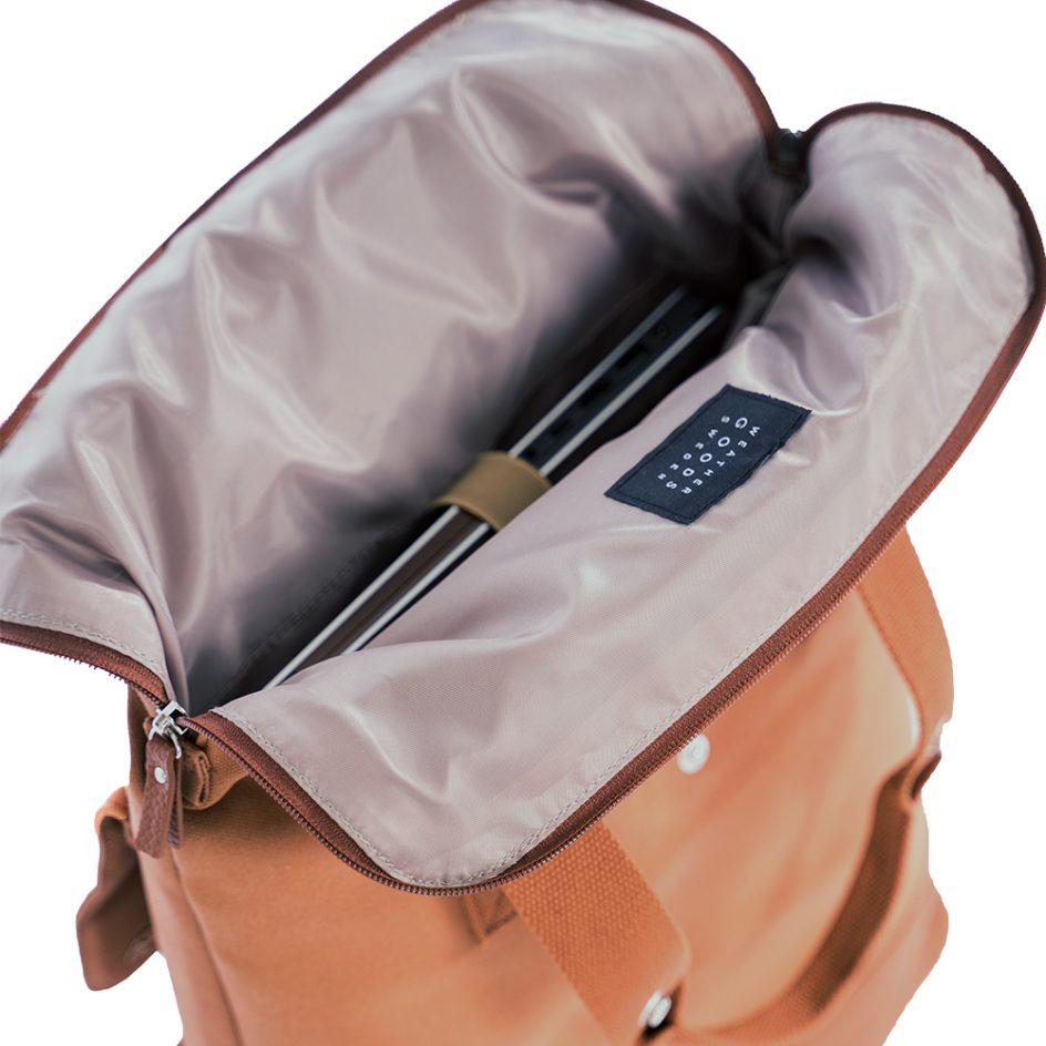 City Backpack Cognac open computer