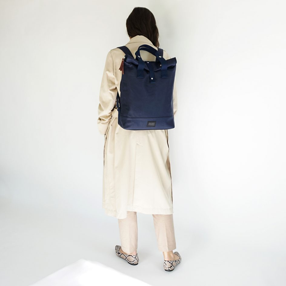 City Backpack- Navy bicycle bag back wb