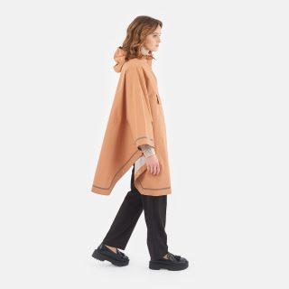Imbris regnponcho persika - woman walking