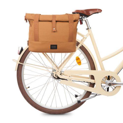 City Bike Satchel - cognac - bike front