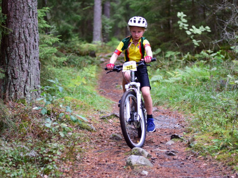 Cykla med barn i Gånsta enköping2